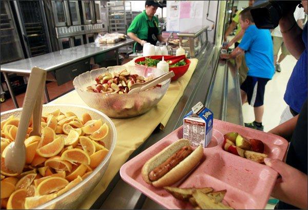 school-lunch-line.jpg